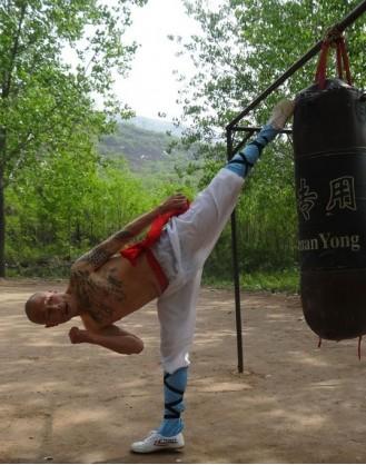 2 года изучения Кунг фу с мастерами стиля | Суншань Шаолинь Ушу Академия - Хэнань, Китай
